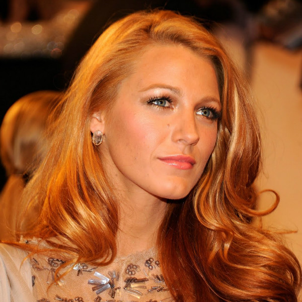 Blake in Chanel Fall 2009 Couture dress!  (3)_0.jpg